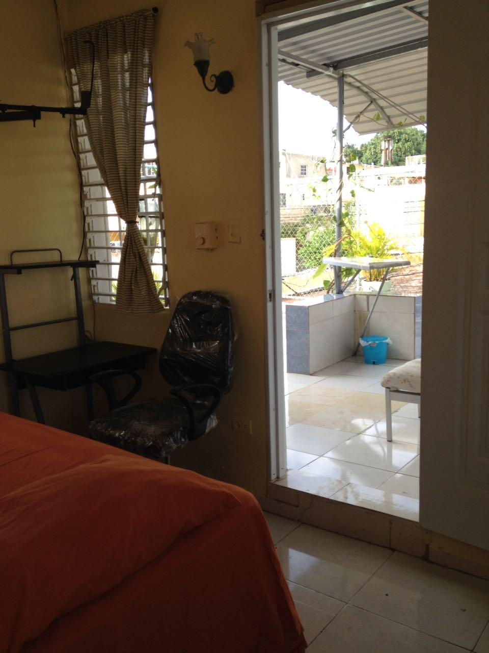 Plaza libre apartamento en alquiler en zona universitaria for Habitaciones zona universitaria